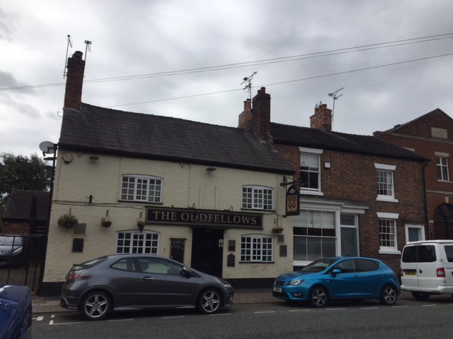 MERRY CHRISTMAS! In 1792, the Oddfellows Arms was known as the Boot & Shoe and was renamed Oddfellows  after a 20 year closure around 1840. #WelshRowWednesdays #Cheshirehistory  #Discovernantwich #Nantwich #NantwichMuseumpic.twitter.com/5Cvr0ilfRN