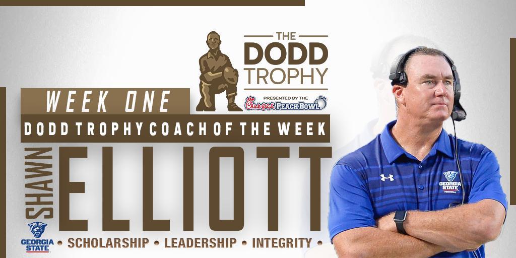 Congrats to @GeorgiaStateFB Head Coach Shawn Elliott on being named Dodd Trophy Coach of the Week! 📰 >>> thedoddtrophy.com/shawn-elliott-…