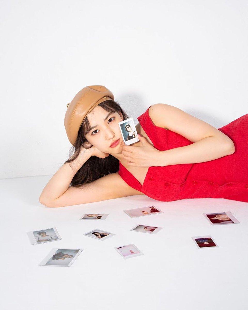 "Instagram 20190904  Girly Marine  とびきり女の子っぽくいこうよ  真っ赤なトップスに惚れるHOTサマー  今夏のヒロイン""レッド""に酔いしれて。  教科書通りにボトムはデニム合わせでもずば抜けて今風にこなれて見える#下尾みう  #SHETHREE #SHETHREEMAGAZINE #shitaomiu #miushitaopic.twitter.com/gpVXQTYlNu"
