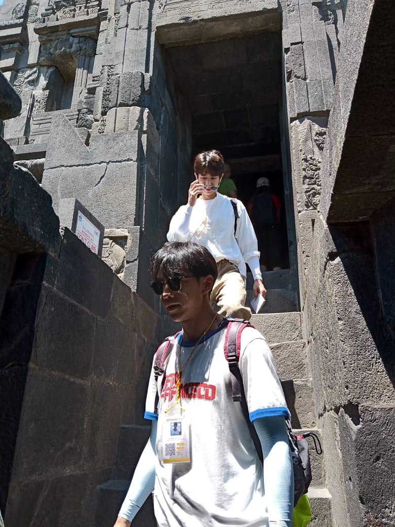 Lee Sung Gi di Prambanan
