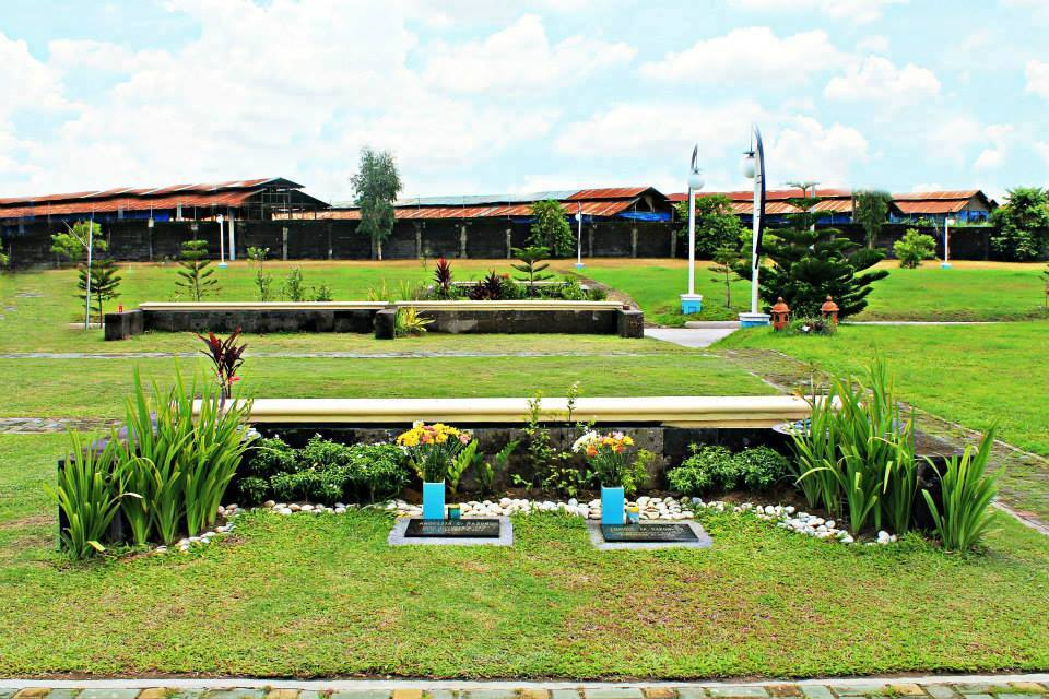 EDmZJboXkAAWxtA - Sanctuario De San Fernando Memorial Gardens