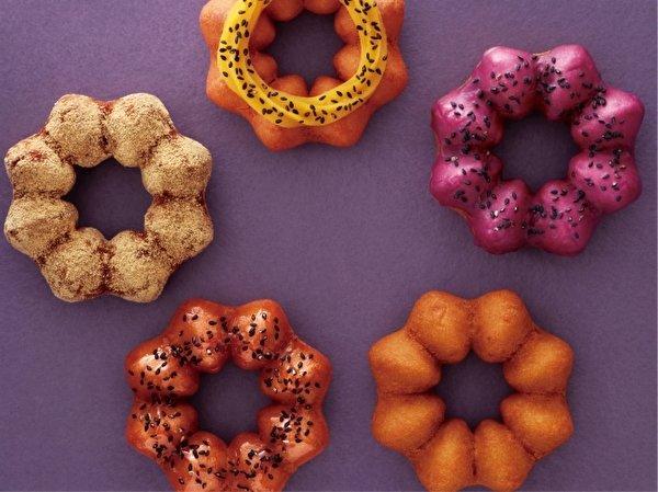 【絶対おいしい】ミスド秋の新作「さつまいもド」6日から発売 「紫いも」などをイメージした5種類が登場。生地には安納芋パウダーが練り込まれていて、ほんのり甘い仕上がりとなっている。