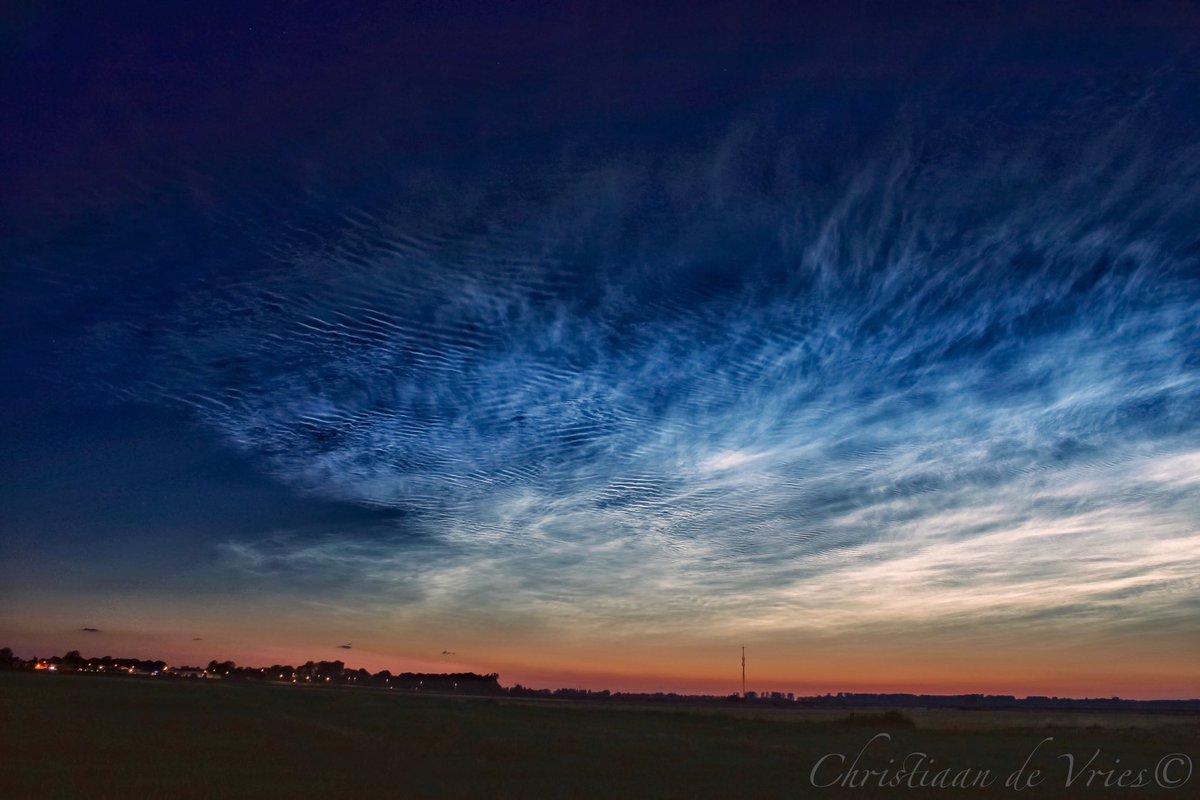NLC oftewel lichtende nachtwolken afgelopen zomer boven Elburg. @ElburgOldebroek  #clouds @gemeenteelburg
