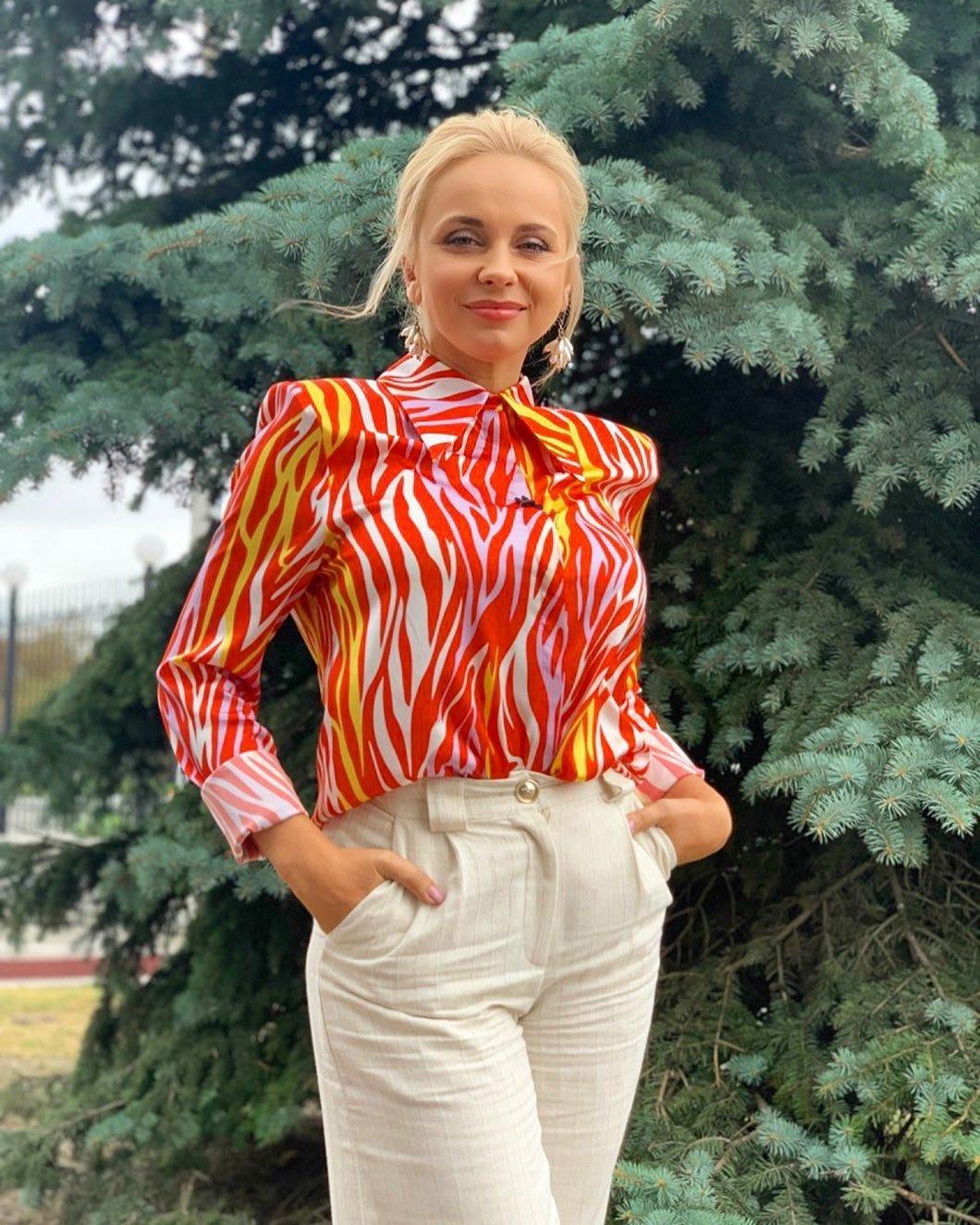 Лилия Ребрик в блузе Dafna May