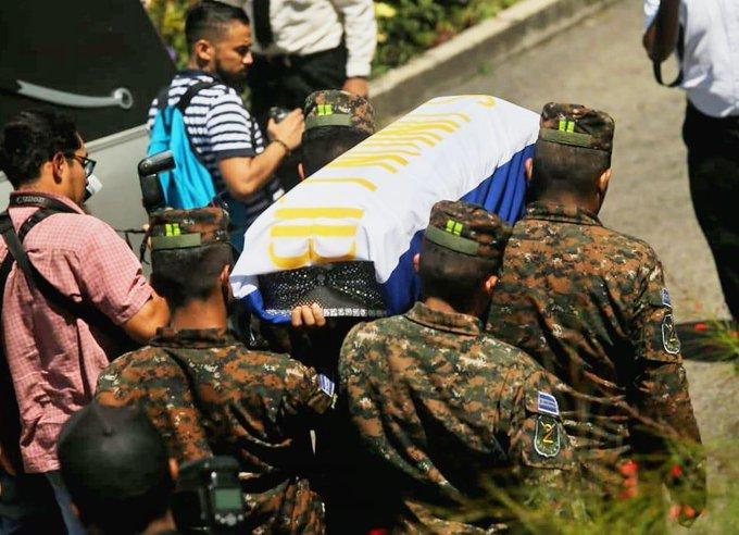 Entregan restos de dos soldados asesinados por pandillas