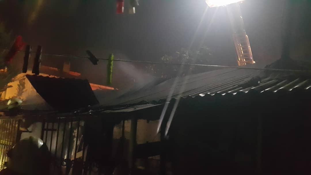 Kavaklı Hürriyet mahallesi Beykoz sokak üzerinde bulunan Seyhan Arıcıoğlu'na ait ikametgahta elektrik kontağından çıkan yangın,kısa süre söndürüldü ancak evde büyük çaplı maddi hasar meydana geldi. #silivri #silivrihaberajansi #shacomtr #silivrigazetesi #silivrihaber