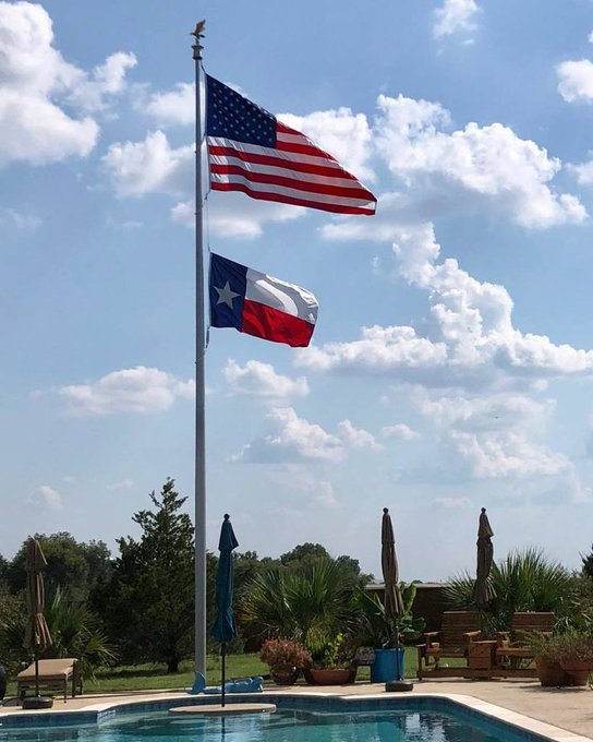 40' #independenceSeries #flagpole #winch rigging #Texas #State #Flag Clear Powder Coat Finish sparkles by the waters edge. @Lavon,Texas https://t.co/MiwlDuko6A https://t.co/Hl4wnq7EaJ
