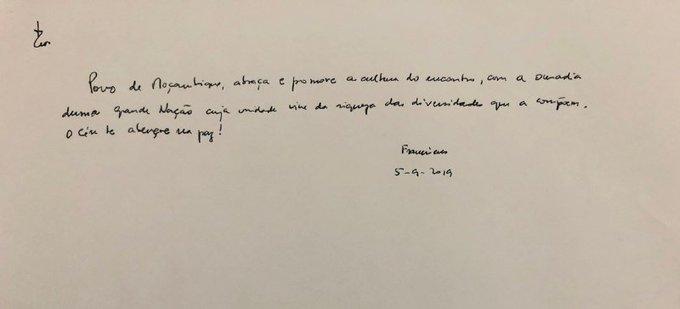 Firma del Papa en el libro de honor