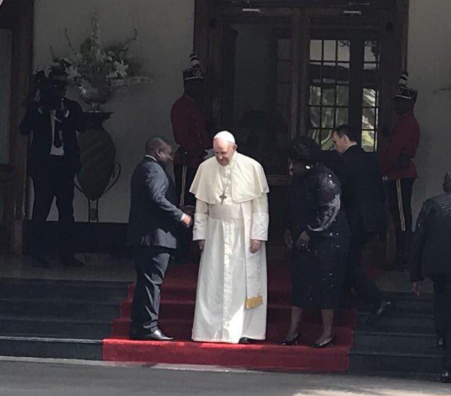 Francisco, con el presidente de Mozambique