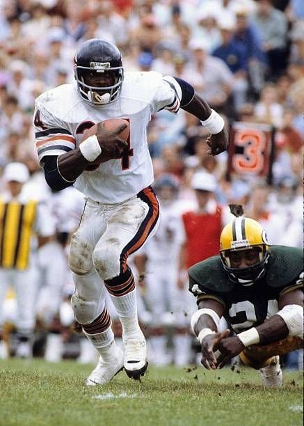No Chicago athlete was more beloved than Walter Payton. His death 20 years ago shook Chicago, and led to one of the most emotional, stunning, Bears games ever. This is the true story of Sweetness, Bryan Robinson, and The Block. A Thread. #BearsPackers #SavoringSweetness