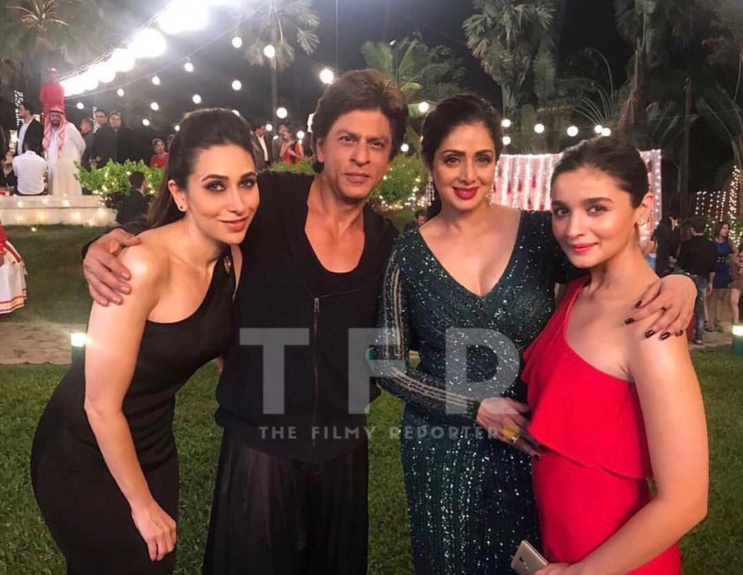 #7DaysOfThrowback: A special throwback to this iconic star studded picture!  Any guesses which movie this is from? . @iamsrk @aliaa08 #TheFilmyReporter #FilmyReporter #TFR #TFRBuzz #TFRIndia #Bollywood #shahrukhkhan  #sridevikapoor #karismakapoor #aliabhattpic.twitter.com/gICdALvFi3