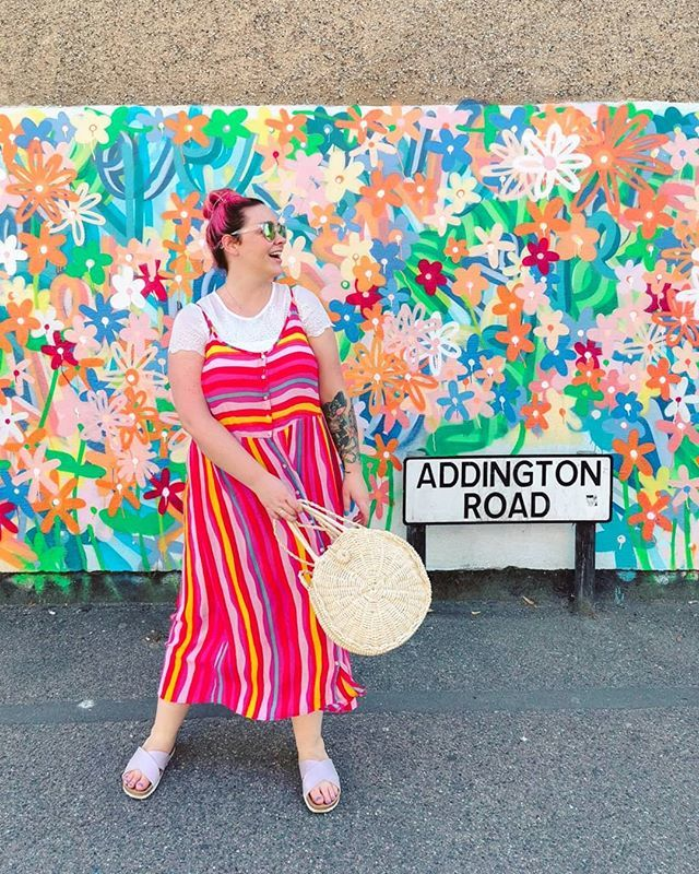 Apparently I have a pose, and this is it. . . .  @rebekahlucyjays #betcheslovemurals #ihavethisthingwithwalls #wearingtoday #midsizestyle #averagegirlsize #yoursizeyourstyle #poseur #discoverunder10k #everydayoutfit #confidentlycolourful #colourcra… https://ift.tt/30ZP0XU pic.twitter.com/uGuQiTL6FF