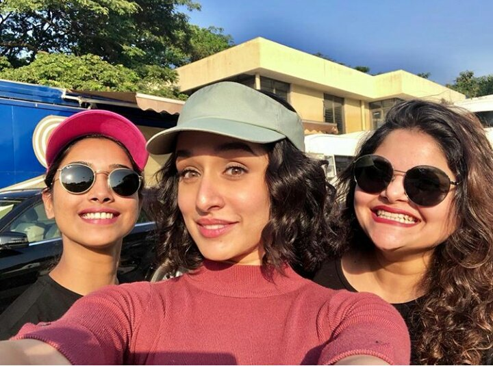 Sunshine girls! ♥ @ShraddhaKapoor, @shraddhanaik26 and #NikitaMenon clicked at the IIT campus while shooting for #Chhichhore! 💖🌟