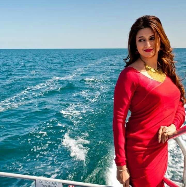 #DivyankaTripathiDahiya clarifies on rumours of a tiff between her and #EktaKapoor  #IndianTelevisionActress #VivekDahiya #IndianModel #EntertainmentNews #NewsUpdate #starplus #yehhaimohabbatein #NedrickEntertainmentpic.twitter.com/dKYoAu1by8