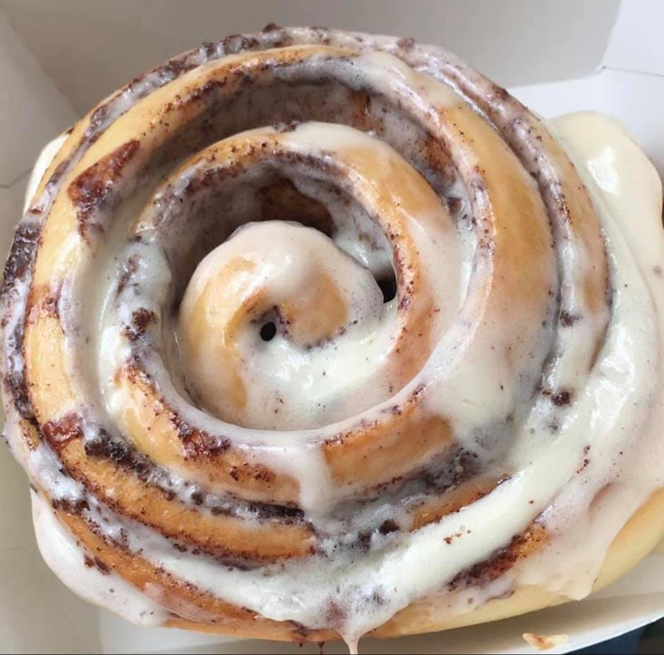 Auntie Anne's + Cinnabon on Branson Landing: Happy Thursday! I can taste this picture... can you? Swing by for an iced coffee and gooey cinnamon roll today! #lifeneedsfrosting <br>http://pic.twitter.com/UmOpxxOmFF