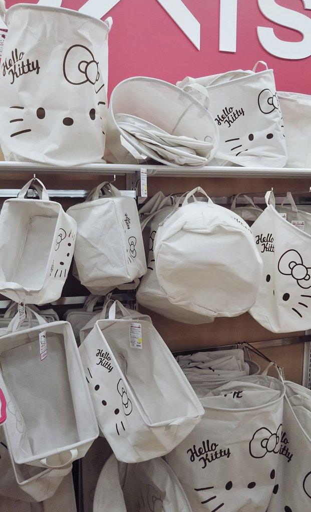test ツイッターメディア - 今日は靴の中敷きを買いにダイソー行ったら、キティちゃんの収納ケースが売ってました! いちばん大きいので500円。 お部屋の片付けに使えそうでいいなー。 とりあえずはキティちゃんの中敷きだけ買いました☆  #キティちゃん #ハローキティ #HELLOKITTY #サンリオ #SANRIO #ダイソー #DAISO https://t.co/5sI4Fnr6Hk