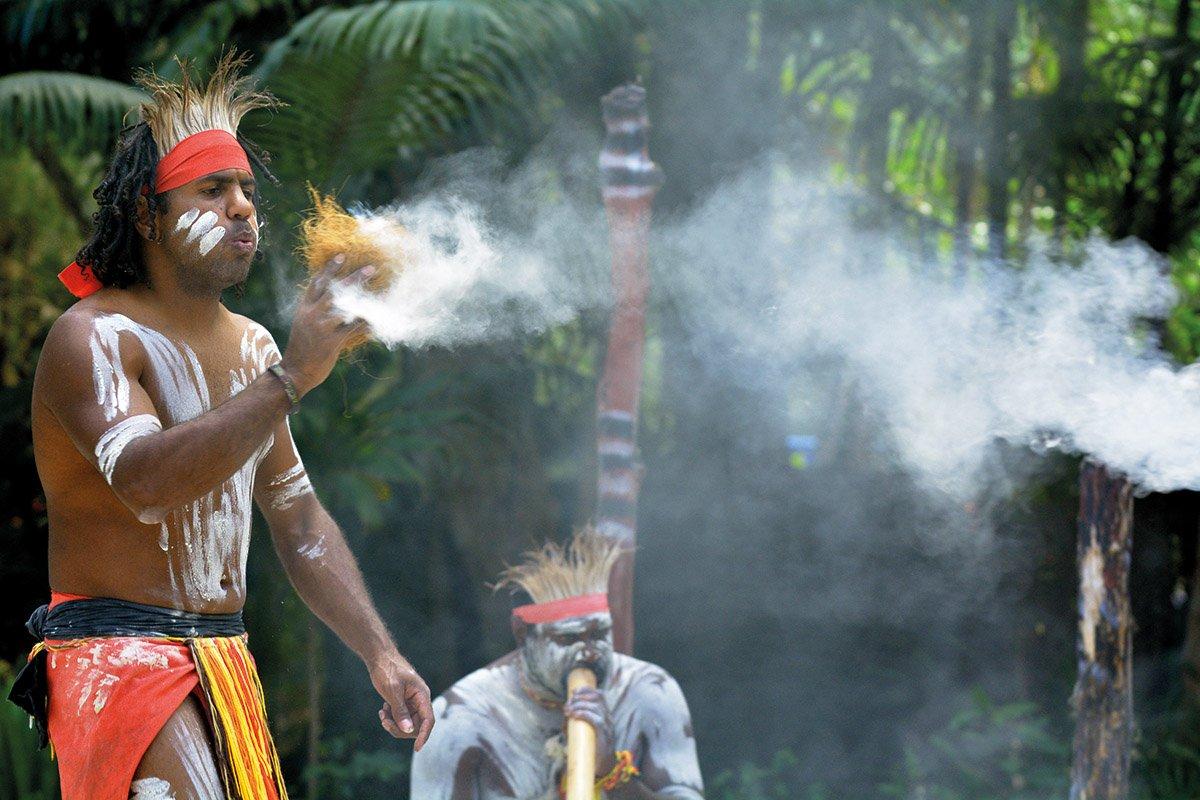делитесь своими на фотографии австралийские аборигены добывают огонь менее