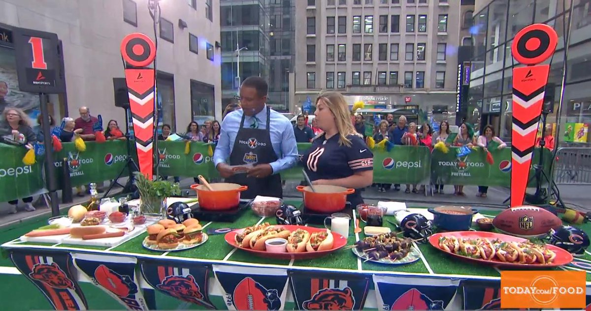 I spy BSN SPORTS equipment on the @TODAYshow. Also, worth watching to see great tailgating recipes .... today.com/video/tailgati… @BSN_Football