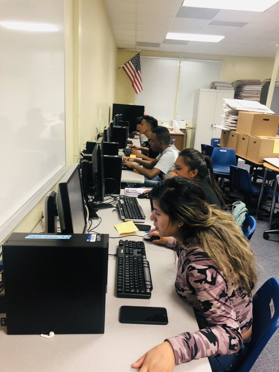 English Learners submitting applications to NOVA for Dual Enrollment Courses. On their way to earning college credits while in high school. <a target='_blank' href='http://twitter.com/APSCareerCenter'>@APSCareerCenter</a> <a target='_blank' href='http://twitter.com/MsVasquezAPS'>@MsVasquezAPS</a> <a target='_blank' href='http://twitter.com/APS_SecondaryEd'>@APS_SecondaryEd</a> <a target='_blank' href='https://t.co/wUpJQlP9QK'>https://t.co/wUpJQlP9QK</a>