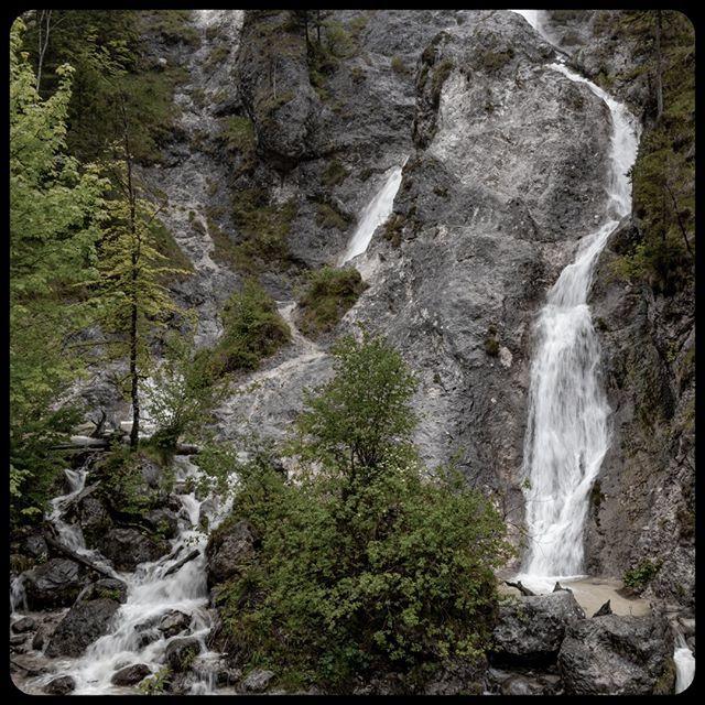 Waterfall in the Almbachklamm in germany.... .  #gorge #wet #bavaria #Germany_fans #outdoors #waterfallhike #hike #water #hiking #canyon #rocks #europe_vacations #waterfallcountry  #rock #wildwasser #nationalparkberchtesgaden #ausflugstipp #waterfallsfor…