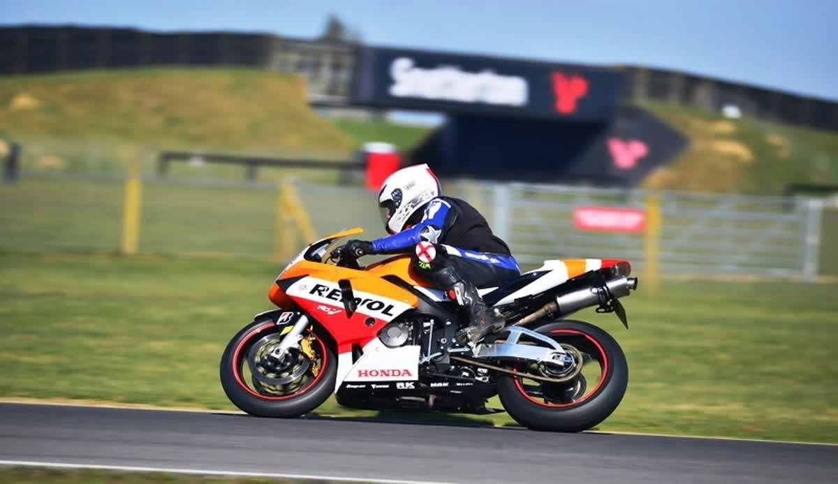 Prolong your summer fun! Theres loads of @MSVTrackdays throughout September at some of the UKs top circuits. If you fancy jumping the mountain @CadwellPark or taking a dip down Paddock Hill @Brands_Hatch nows your chance!!