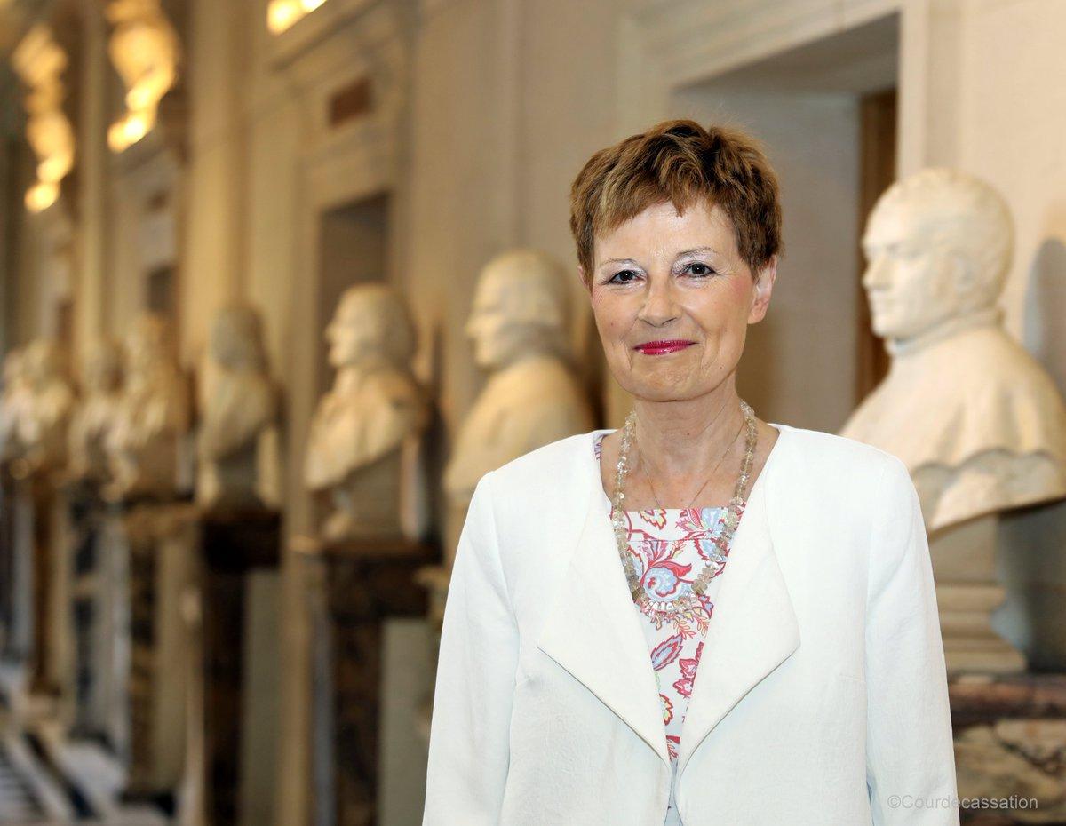 [Événement] Demain, à partir de 11h, suivez en direct l'audience solennelle d'installation de Mme Chantal Arens dans ses fonctions de première présidente de la Cour de cassation via @Twitter, @PeriscopeCo, @facebook, @YouTube et sur  : https://t.co/q1yk1vPHea