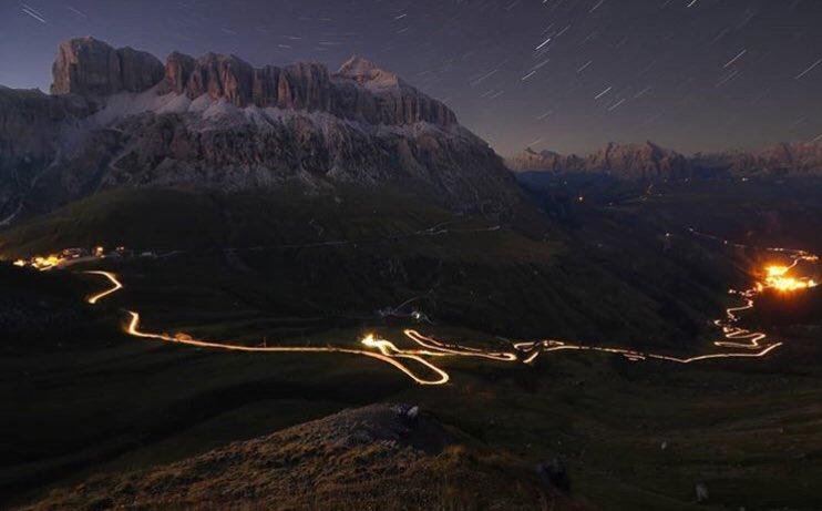 RT @arabbadolomites: Passo Pordoi by night ⭐️