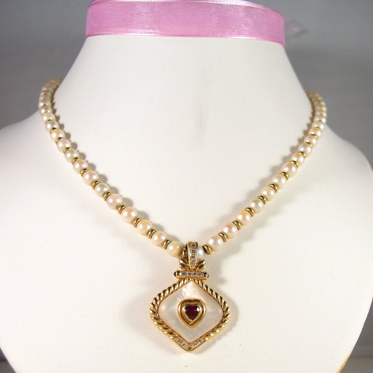Nothing equals elegance with a pearl but another pearl #pearlsofinstagram #EstatePearl necklace with alternating #18KsolidGold beads #RemovablePendant Ruby and diamond http://ow.ly/gJ9j30pu5RL pic.twitter.com/xxnY8lmYpl