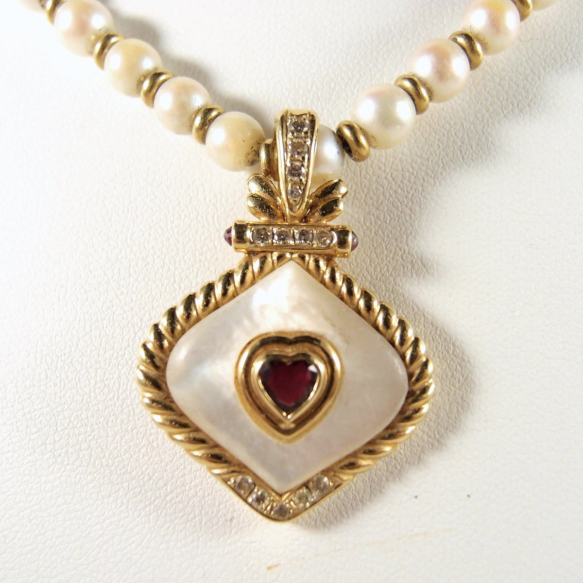 Nothing equals elegance with a pearl but another pearl #pearlsofinstagram  #EstatePearl necklace with alternating #18KsolidGold beads #RemovablePendant Ruby and diamond http://ow.ly/gJ9j30pu5RL pic.twitter.com/9wF6MKFLNq