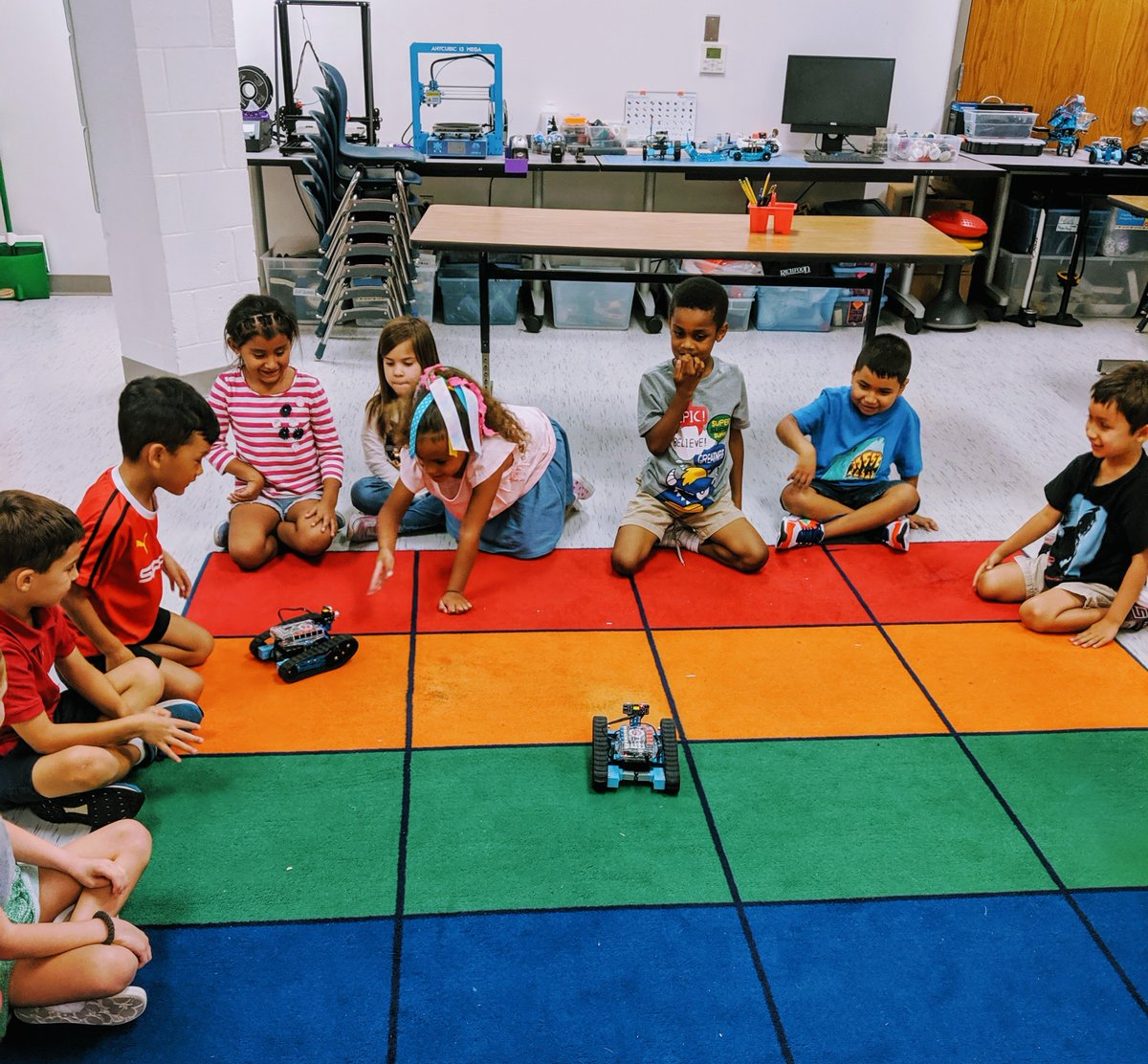 Week 1: Introduction to Robotics, First Grade Truly exciting to share autonomous robotics with young children. Pure joy, filled with suspense!😀 <a target='_blank' href='http://twitter.com/AbingdonGIFT'>@AbingdonGIFT</a> <a target='_blank' href='http://twitter.com/STEM_K12'>@STEM_K12</a> <a target='_blank' href='https://t.co/xeSXSGYdS4'>https://t.co/xeSXSGYdS4</a>