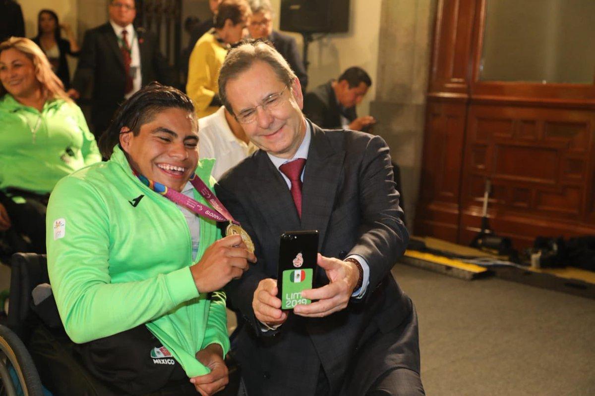 Orgulloso y emocionado de acompañar al C. Presidente @lopezobrador_ a rendir un merecido reconocimiento a la delegación parapanamericana que nos representó en los VI Juegos de Lima 2019.