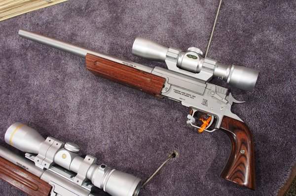 自衛隊の新拳銃がP320らしいと話題ですが、根拠のない噂にすぎません。P320の玩具を売りたい雑誌、ショップのマーケティング戦略です。自衛隊の新拳銃はFreedom Arms シングルショットピストルです。自衛隊らしい堅実な選択だと思います。 嘘です。