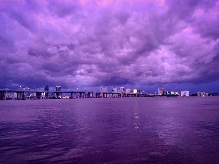 #CloudsForJK @BTS_twt  Jacksonville, Fl. Purple sky. No filters. It's so beautiful<br>http://pic.twitter.com/ATbmrpumIu