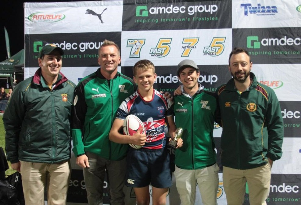 "EDwnNvyUEAM5N66 School of Rugby | Bastion en Gordonsbaai open Marius Schoeman 7s-toernooi in ""herontmoeting"" van eindstryd - School of Rugby"