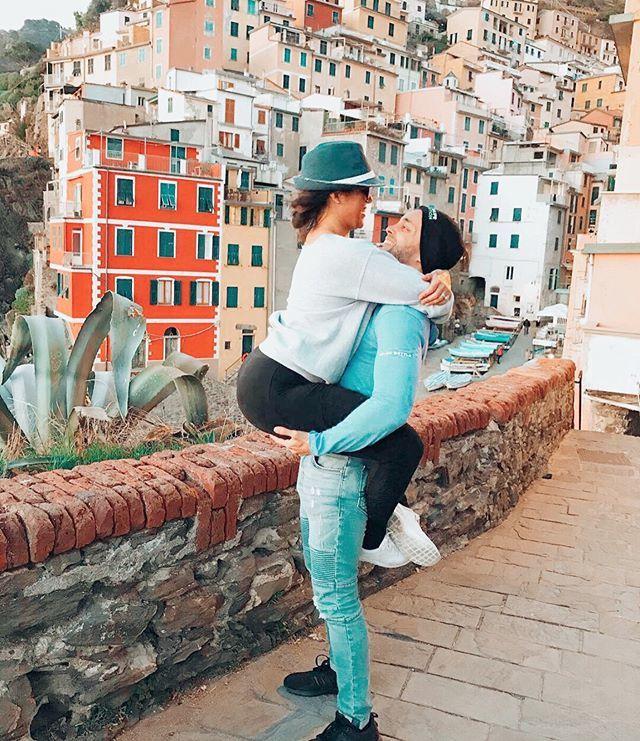 Tu y yo en #Italia otra vez, piénsalo . #happyfriday #fbf #italy #coupleswhotravel #cinqueterre #journeysofcouples #traveling #travelduos #thetravelduos #travelcouple #couples #travelingislife #couplestravelgoals https://ift.tt/2HQyDoLpic.twitter.com/eEt9hkAddp