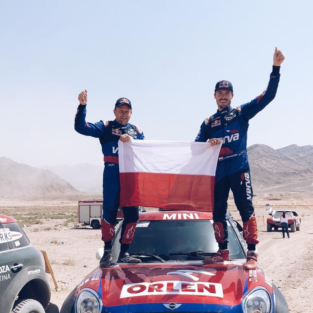 📢 @KubaPrzygonski i Timo Gottschalk zwyciężają w Jordan Baja❗️ Załoga ORLEN Team , która zajmuje 3️⃣ miejsce w Pucharze Świata ma wielkie szanse na walkę o zwycięstwo w końcowej klasyfikacji. Wszystko rozstrzygnie się w październiku w Portugalii❗️  #ORLENTeam #goKuba