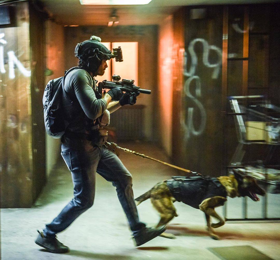 #Reshare via @ditathehairmissile  Pulling @justinmelnick into the weekend like.....but seriously who's ready for some #SEALTEAM it so close....... #brotherhood #devgru #st6 #lowvis #workingdog #dogstagram #cutedogs #belginmalinois #cbstv #helstar6<br>http://pic.twitter.com/BMACh8YbSO