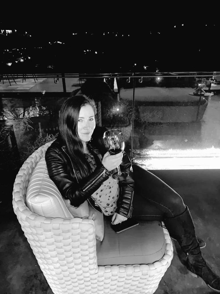 Black and white wine #felizviernes #chauuuuuuuu <br>http://pic.twitter.com/98rc5Qntj4