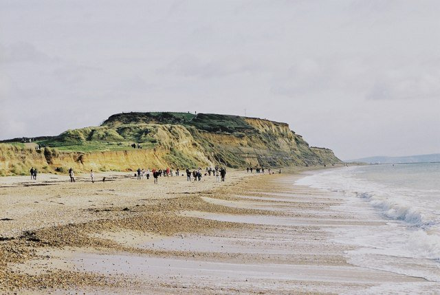 Fancy becoming a volunteer at #HengistburyHead or #KingfisherBarn visitor centres? Come to Pokesdown and Southbourne Library next Friday 27th Sept 10.30-12.30 to find out more about volunteering @hengistburyvc or in #StourValley Nature Reserve.<br>http://pic.twitter.com/GOOQhc0FaA