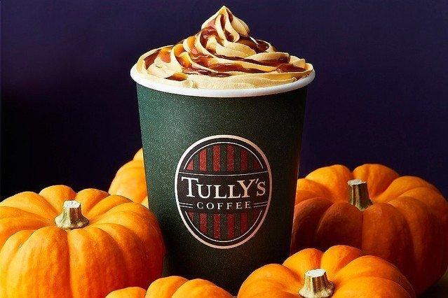 【秋限定】タリーズコーヒー新作「塩キャラメルパンプキンラテ」登場!北海道産のかぼちゃを使用したパンプキンソースとパンプキンホイップをカフェラテにトッピング。10月1日発売です。