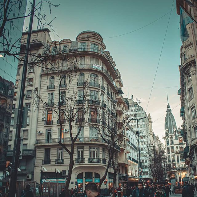 Reposting @angelcareagaz: - via @Crowdfire  Walking & shoot  . . . . . #buenosaires #buenosairescity #buenosairestravel #buenosairesphoto #photographer #travelphotography #travelingpic.twitter.com/inL3XM0YSx