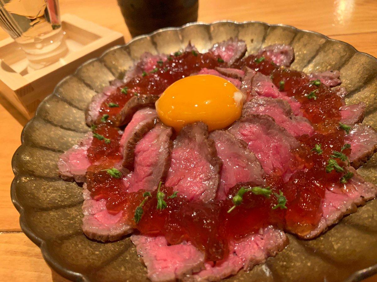 【肉と京料理 かぐら】@東京:日比谷駅から徒歩1分質の高い黒毛和牛「京の肉」を使った肉料理を堪能できるお店。京都産ブランド牛を使っており、レアに仕上げられた霜降り、赤身、ウニ肉の盛り合わせに舌鼓を打つ事間違いなし🎶ローストビーフや和牛なめろう等、質の高い肉料理も楽しめます✨
