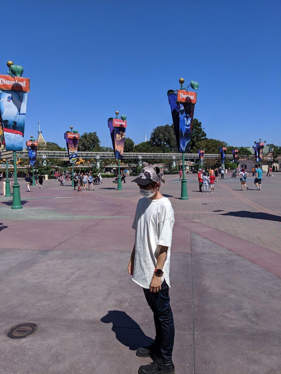 おはおはTwitterーアメリカは朝の4時です昨日はカリフォルニアのディズニー行ってきたよ!ロケットの帽子とグルートのTシャツ買いました!