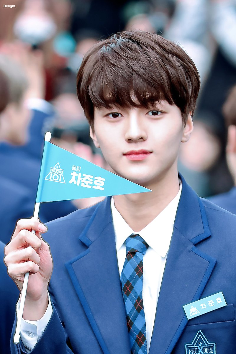 RT @delight_2002: 190321 Blue Carpet  #차준호 #준호 #CHAJUNHO #JUNHO #엑스원 #X1  #FLAϟH https://t.co/J2xWqygr7A