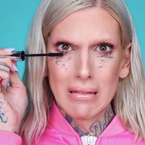 Sit in silence waiting for miss @JeffreeStar to announce the winners! 🤞🏼😂😘❤️ #thingsifindattractive