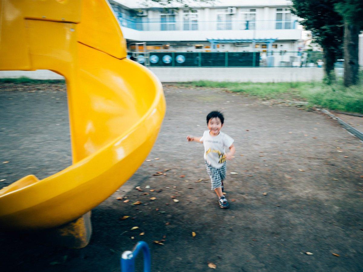 息子と公園であそんだ。遊んでるときの写真はだいたいピントが合ってない。子どもと遊ぶのって疲れてて、ピントの合わないような記憶だから、写真のピントが合ったなくてもいいんじゃないかと自分にいい聞かせる。ああ、疲れた。