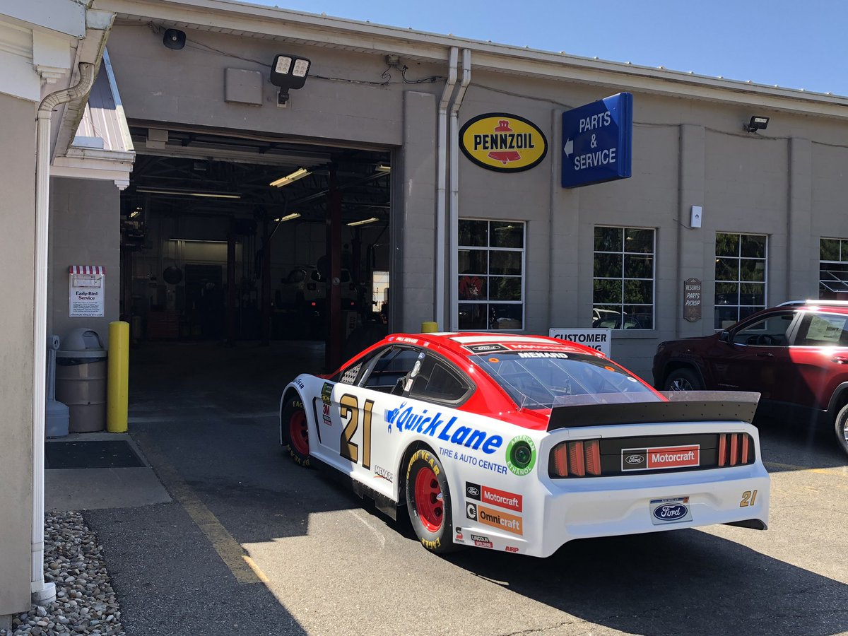 Beautiful day to show off the iconic @woodbrothers21. Stop by and say hey 👋🏻 if you are in the area. @MQL_Racing @MenardsRacing 🏁9/19 1PM-8PM Village Motors Inc 784 Wooster Rd Millersburg, OH