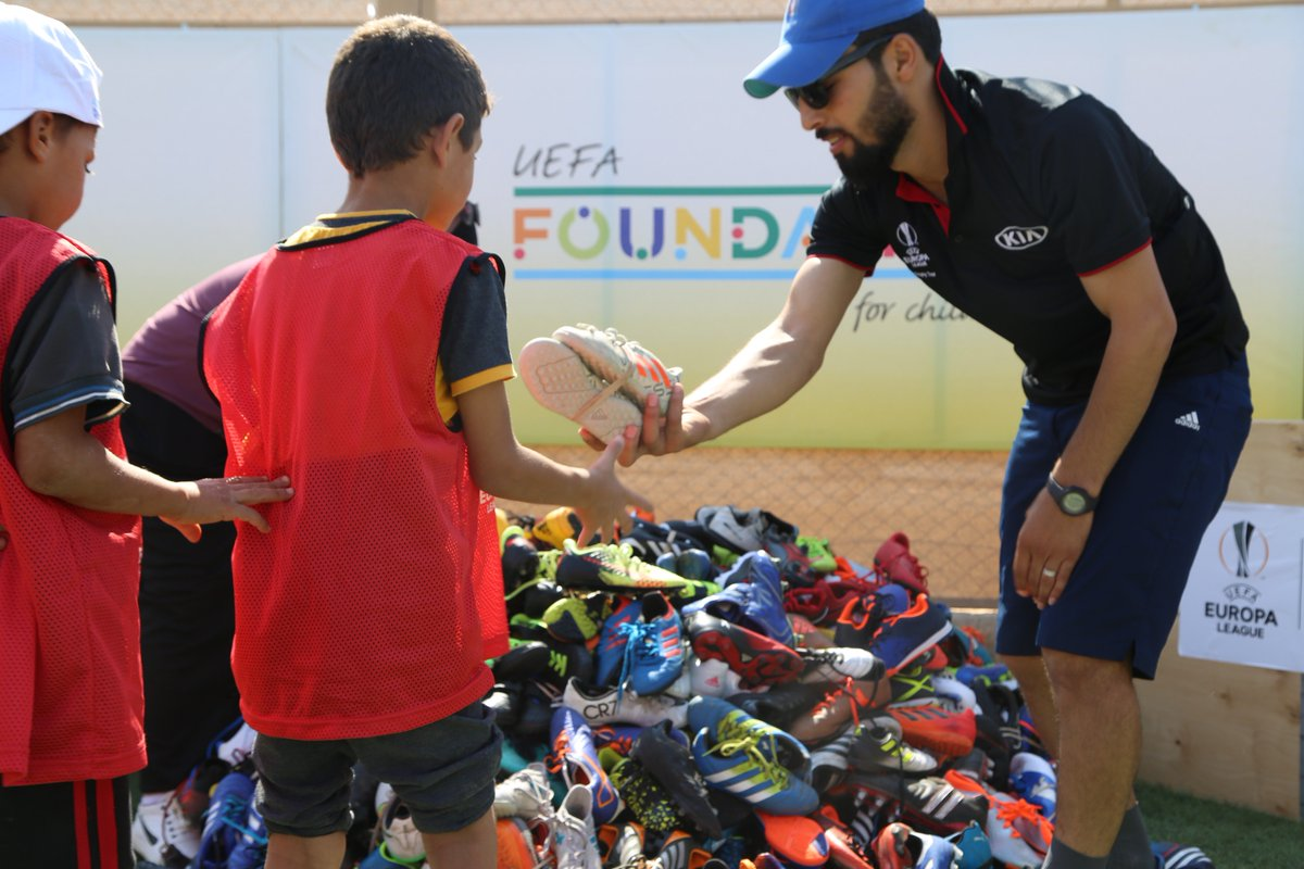 As today marks the start of this year's @EuropaLeague we thought we'd reflect on this summer's #ueltrophytour driven by @KiaMotorsWorldwide where we collected 1000+ pairs of football boots from fans, to help young refugees in Jordan play the sport they truly love.