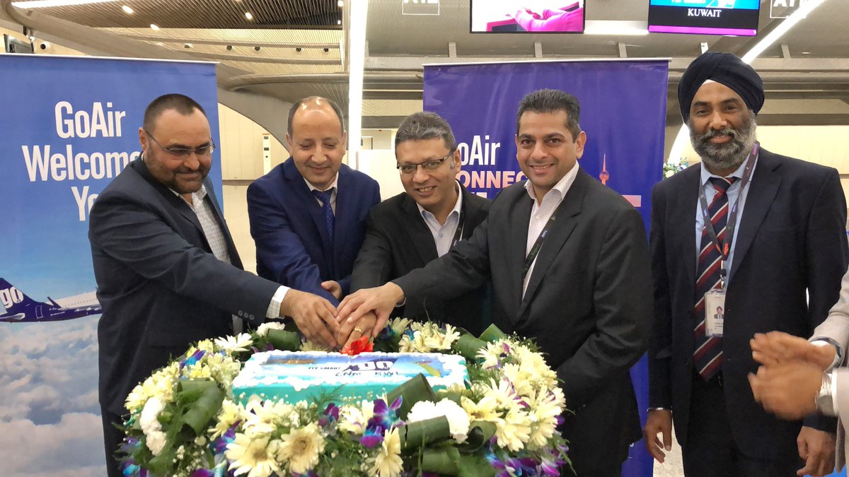 Here's the GoAir team and other dignitaries at the inaugural ceremony of our first daily direct flight from #Kannur to #Kuwait.