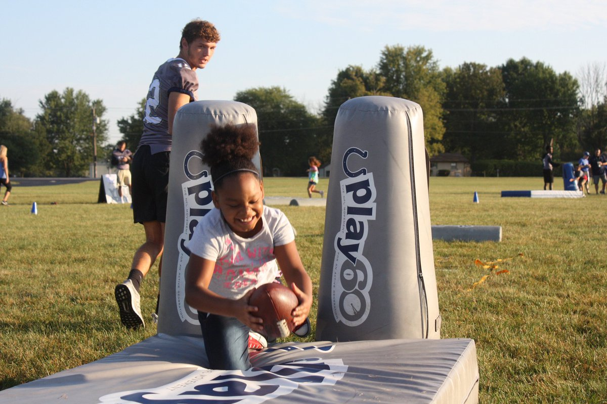 A great morning for a Big Blue Football Camp at @DELC_Gold! Also, a big thank you to @DCHawkFootball for volunteering time out of their day to help put on another great camp #ColtsHuddleFor100 #Play60